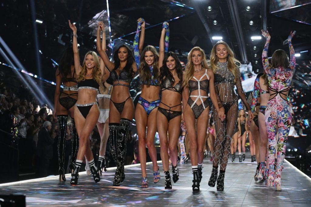 Показ нижнего белья для женщин